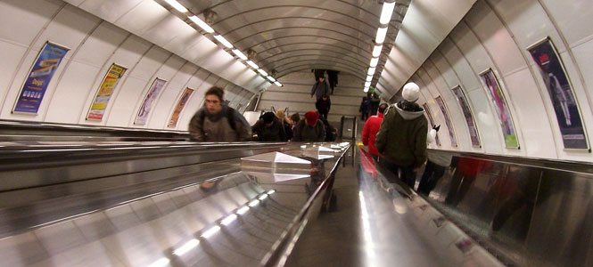 DPP hlásí: Na eskalátorech v metru stůjte napravo i nalevo!