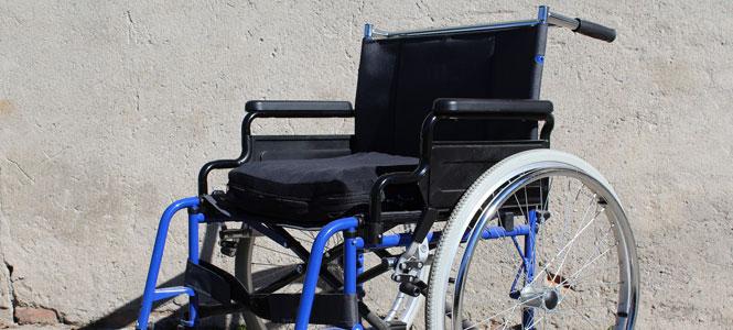 Na nástupištích ve stanici Anděl testují gumové nástavce pro vozíčkáře